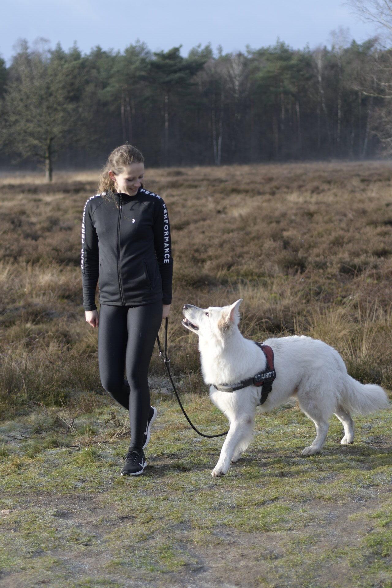 Laura Stigter met hond